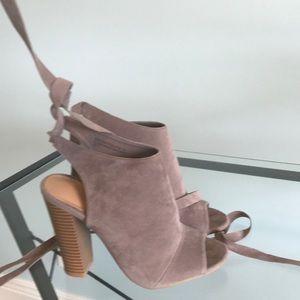 Open toe tie up mule shoe